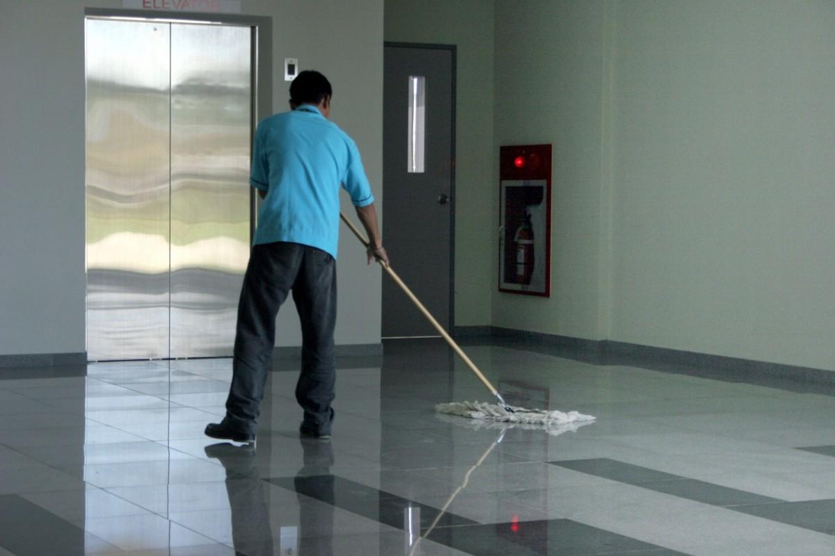 Oczyszczanie powierzchni na terenie zewnętrznym małych firm